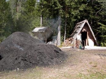 Zapalování dřevěného uhlí